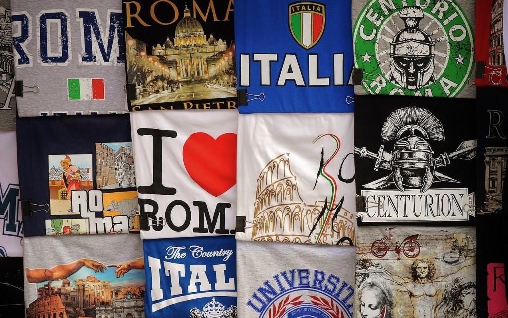 Oprócz nich powszechnie używane są tzw. dialekty, np.: napoletański, rzymski, toskański, sycylijski i wiele innych, trudno jednak wszystkie je tutaj wymienić
